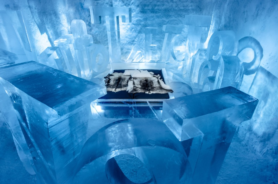 ice-hotel-365-discover-the-world-jukkasjarvi-interior_dezeen_2364_col_18