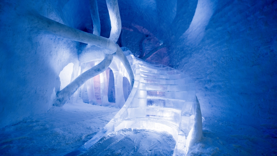 ice-hotel-365-discover-the-world-jukkasjarvi-interior_dezeen_hero